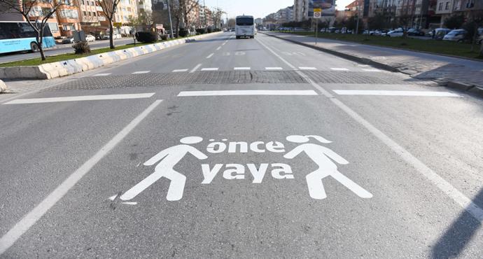 """Caddelerde """"Önce Yaya"""" Uyarısı"""