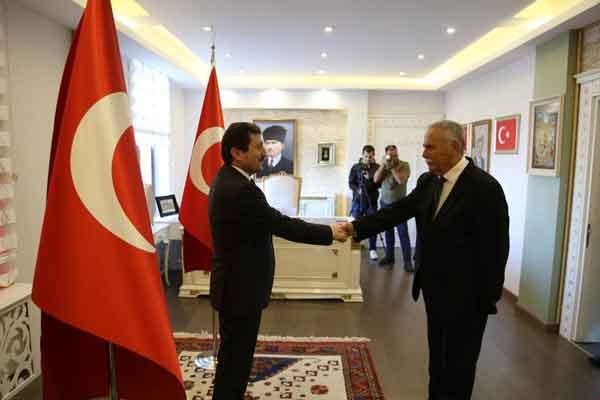Vali Orhan TAVLI, Cumhuriyet Bayramında Tebrikatı Kabul Etti