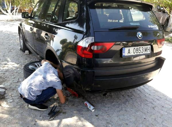 Araçlarına Zarar Verdikleri Gurbeçileri Dolandıran Çift Yakalandı