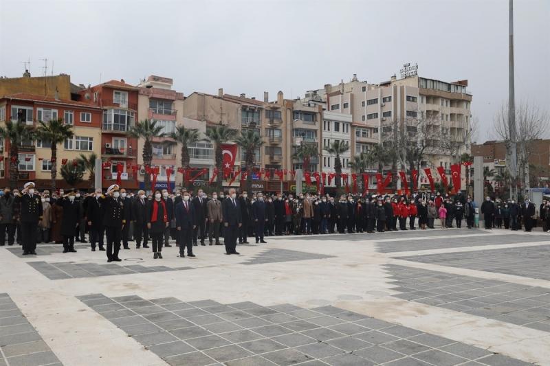 18 Mart Şehitleri Anma Günü ve Çanakkale Deniz Zaferi 106.Yıl Dönümü Programı Cumhuriyet Meydanı'ndaki Törenle Başlandı