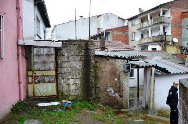 Biga'da Eve Giren İki Kişi Mutfak Eşyalarını Çaldı