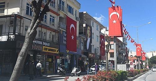 23 Nisan Öncesi Kent Türk Bayrakları ve Atatürk Posterleri İle Donatıldı