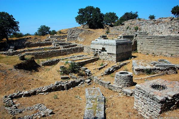 Troya'ya 11 Ayda 512 Bini Aşkın Ziyaretçi