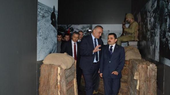 Bakan Ersoy, Alan Başkanlığı'nın 'Siper' standını gezdi