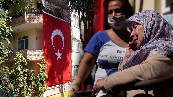 Bakan Akar, İdlip Şehidi Tuğgeneral Erdoğan'ın Çanakkale'deki Annesi Esma Erdoğan'a Başsağlığı Diledi