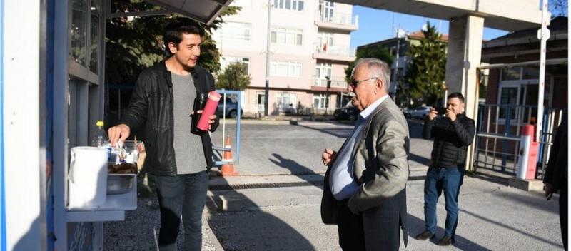 Başkan Gökhan, Sıcak Çorba İkramında Üniversitelilerle Buluştu