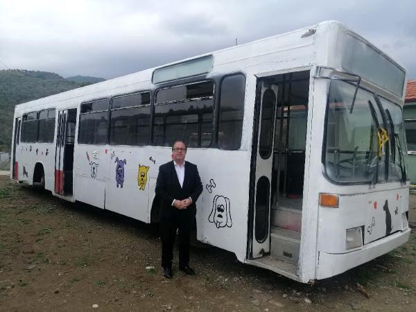 Belediye, Hurda Otobüsleri Hayvan Bakım Merkezine Dönüştürdü