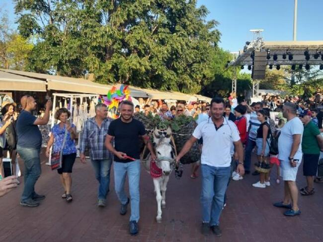Bozcaada'da 20'nci Kültür, Sanat ve Bağbozumu Festivali Başladı