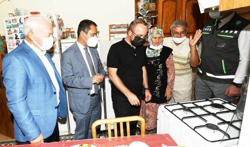 Bülent Turan Lapseki Dalyan'da ilk doğal gaz sağlanan eve konuk oldu