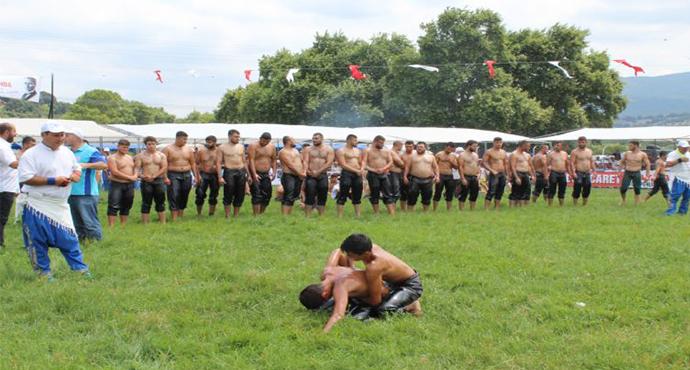 Çan Belediyesi Geleneksel Yağlı Pehlivan Güreşleri Dualar ile Başladı