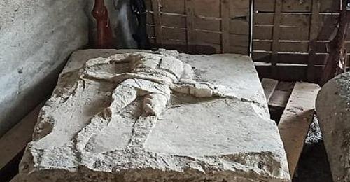 Çanakkale'de 2 Bin Yıllık Gladyatör Rölyefi Ele Geçirildi