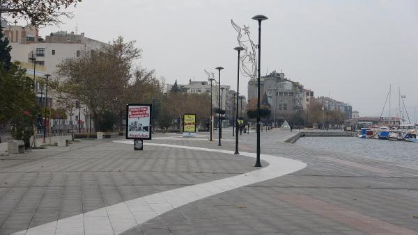Çanakkale'de Cadde ve Meydanlar Sessizliğe Büründü