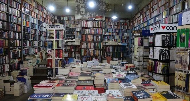 Çanakkale'de 'Evde Kal, Biz Sana Kitabını Getiririz' Uygulaması
