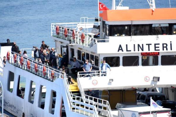 Çanakkale'de Feribotlar, Düdüklerini Denizciler İçin Çaldı