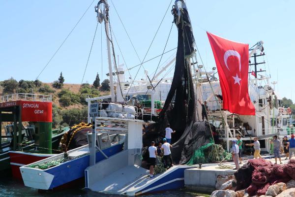 Çanakkale'de Gırgır Tekneleri, Yeni Av Sezonu İçin Uğurlandı