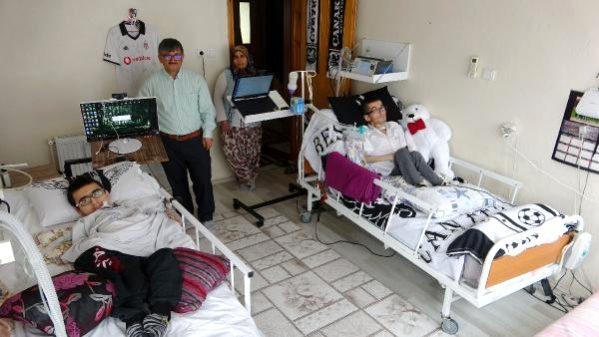 Çanakkale'de Kas Hastası İki Kardeş Hayatı Gözleriyle Yaşıyor