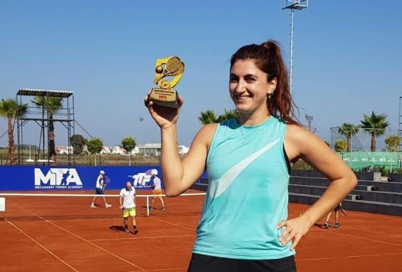 ÇOMÜ Öğretim Görevlisi Girgin, Teniste 25+ Kadınlarda Türkiye Şampiyonu Oldu