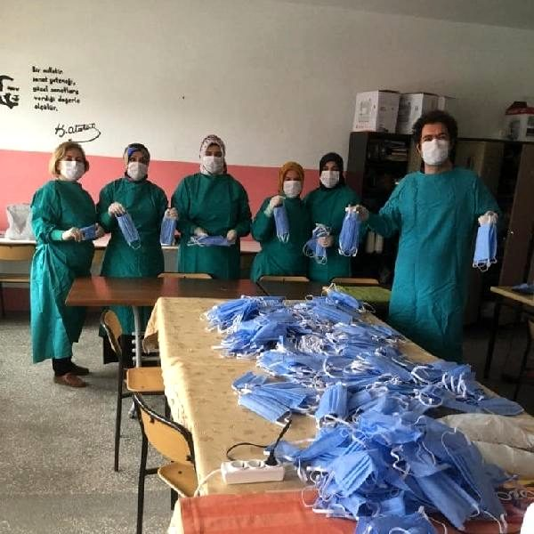 Gökçeada Devlet Hastanesi'ne Kursiyerlerden 900 Maske