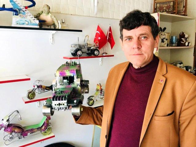 Hurdacıdan Kilosu 2 Liraya Aldığı Atık Ürünlerle Birbirinden İlginç Oyuncak Araçlar Yapıyor