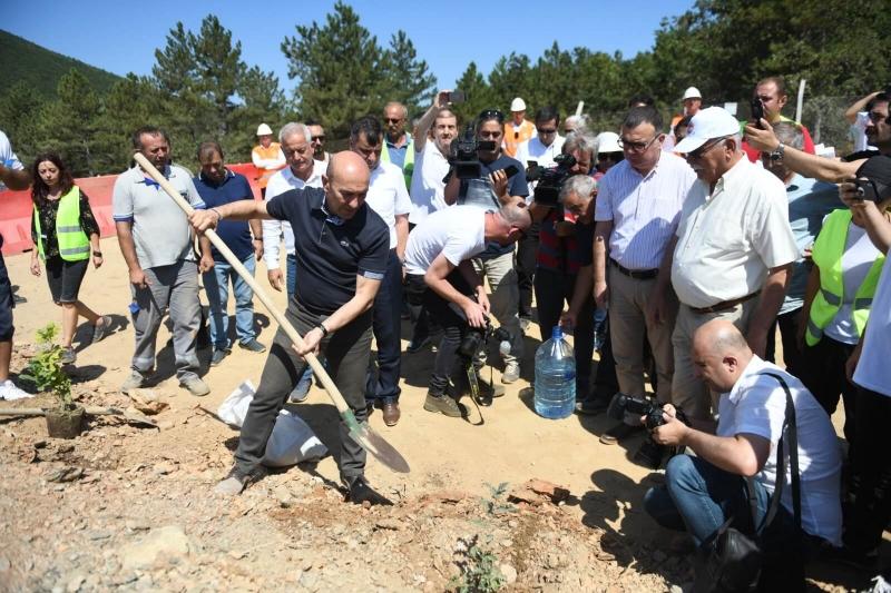 İzmir Büyükşehir Belediye Başkanı Soyer'den Su ve Vicdan Nöbetine Destek Ziyareti