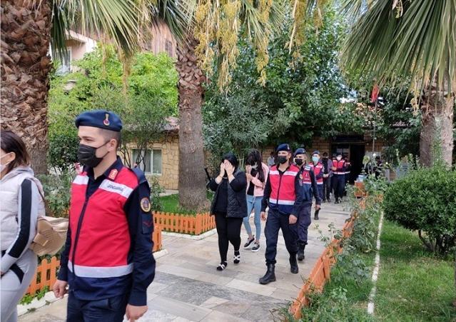Jandarma'dan Fuhuş Çetesine Operasyon