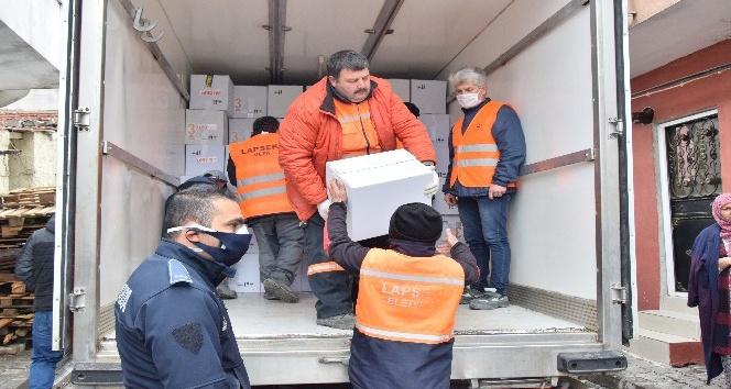 Lapseki'de 2 Bin Aileye Yardım Kolisi Dağıtıldı
