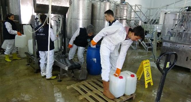 Meslek Liseli Öğrenciler Korona Virüse Karşı Gece Gündüz Türk Malı Dezenfektan Üretiyor