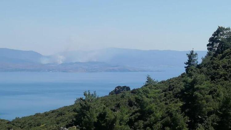 Midilli Adası'ndan Yükselen Dumanlar, Assos Sahilinden Görüldü