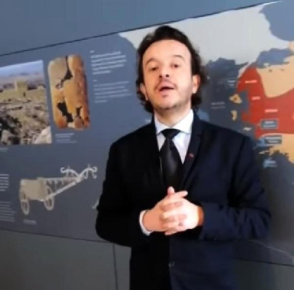 Sosyal Medyada Canlı Yayınla Troya Müzesi'ni Anlatıyor