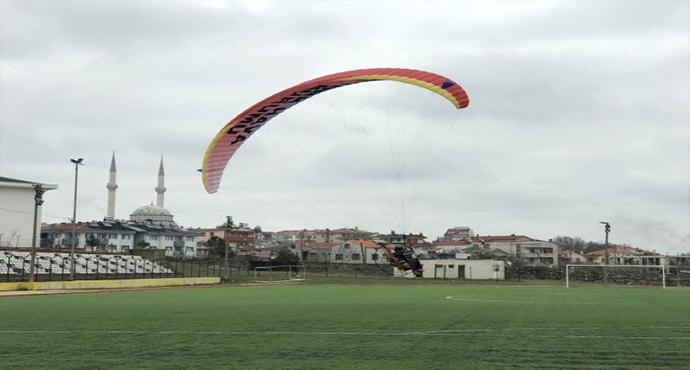 THK Pilotlarından Motorlu Yamaç Paraşütü Gösterisi