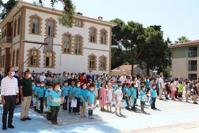 Vali İlhami AKTAŞ, Öğrencilerin Karne Sevincine Ortak Oldu