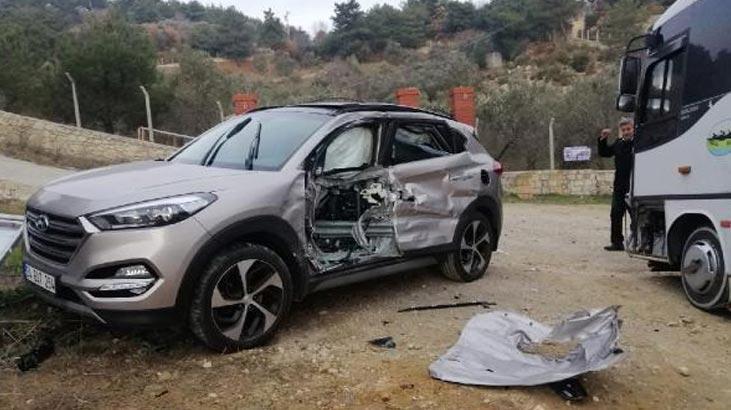 Yolcu Midibüsü İle Cip Çarpıştı: 3 Yaralı