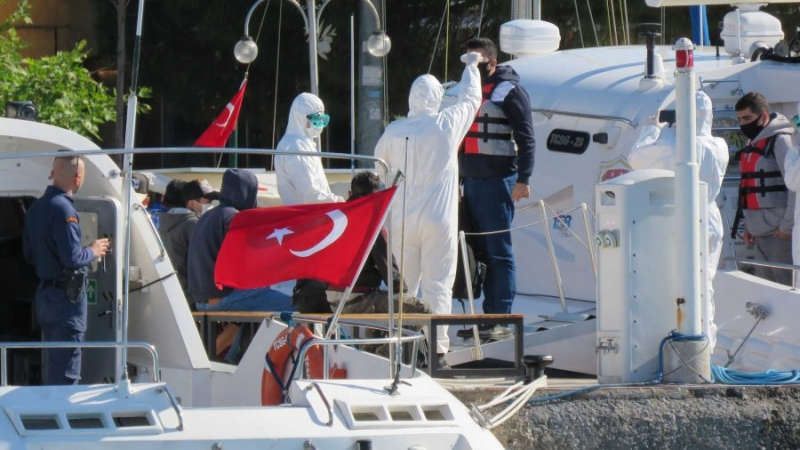 Yunan Sahil Güvenliği'nin Ölüme Terk Ettiği Göçmenler Kurtarıldı