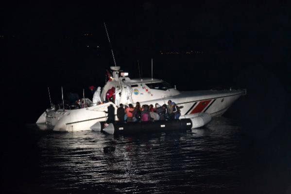 Yunanistan'ın Ölüme Terk Ettiği 31 Kaçak Göçmen Kurtarıldı