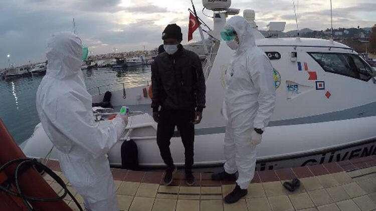 Yunanistan'ın Ölüme Terk Ettiği 16 Kaçak Göçmeni Sahil Güvenlik Kurtardı