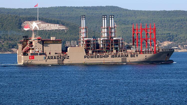 Yüzen Enerji Gemisi Çanakkale Boğazı'ndan Geçti