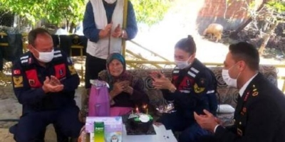 100 Yaşına Giren Habibe Nineye Doğum Günü Sürprizi