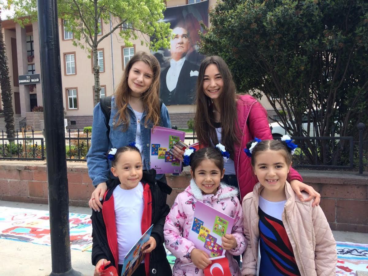 Topluma Destek Dernegi 23 Nisan Da Cocuklara Boyama Kitabi Ve Turk