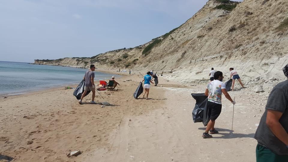 Bozcaada'da Tatil Sonrası Temizlik Seferberliği