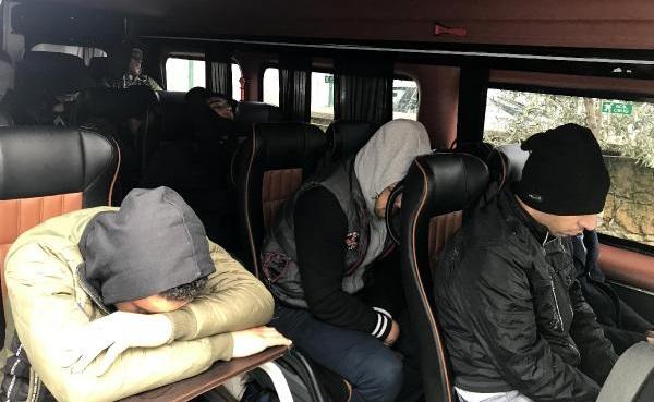 Ayvacık'ta Otobüste 41 Kaçak Yakalandı