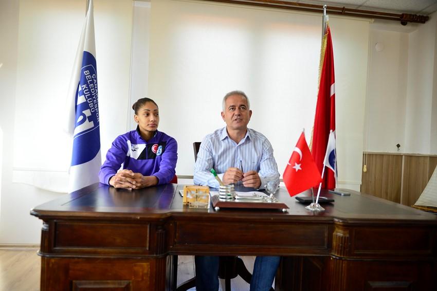 Belediyespor Sayı Kraliçesi İle 1 Yıllık Sözleşme İmzaladı
