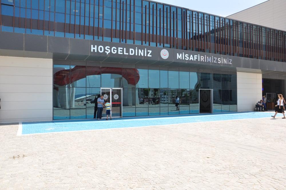 Mehmet Akif Ersoy Devlet Hastanesi Bahçesinde 'Dumansız Hava Sahası' Uygulaması