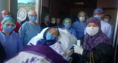 92 Yaşındaki Kadın Korona Virüsü Yendi