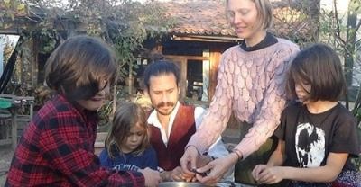 Amerika'dan Gelen Çift, Kaz Dağları Eteklerinde Köy Yaşamı Sürüyor