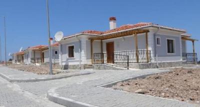 Ayvacık'ta 40 afet konutu daha hak sahiplerine teslim edildi