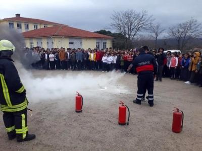 Ayvacık'ta İtfaiyeden Okullarda Yangın Tatbikatı