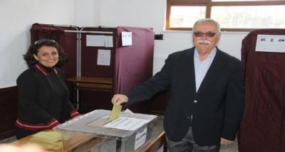 Çanakkale Belediye Başkanı ve CHP'nin Adayı Gökhan, Oyunu Kullandı