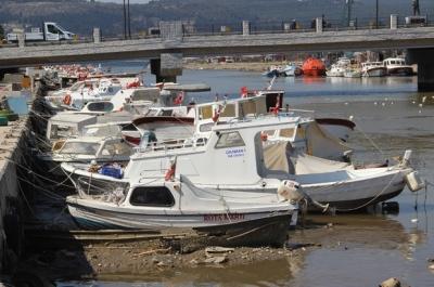 Çanakkale Sarıçay'da Sular Çekildi, Tekneler Karaya Oturdu