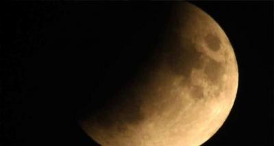 Çanakkale ve Bozcaada'da 'Parçalı ay tutulması' böyle görüntülendi