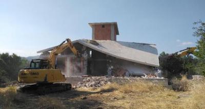 Çanakkale'de kaçak yapıların yıkımına başlandı